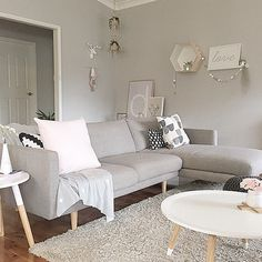 _harlowsworld_ insta Room Decor, Love Seat, Decor Inspiration, Furniture, Living Room Decor Inspiration, Home, Couch, Sectional Couch, Room