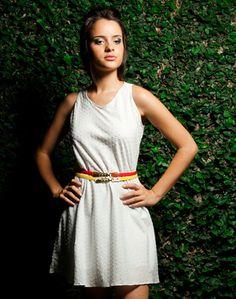 Vestido_trapézio_pontos_de_algodão_branco