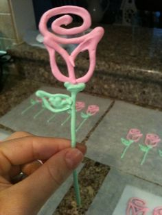 Jen Mirabile: Royal Icing Cupcake Toppers
