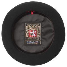 Achetez un vrai béret Basque Laulhère : l'Authentique Premium en laine, noir ou bleu marine, 53 à 61 cm. Fabriqué à la main en France, à Oloron-Sainte-Marie