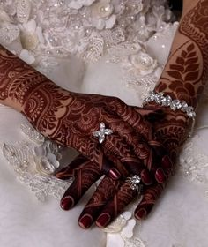 Discover All The Wedding Needs With Online Wedding Market Tribal Henna Designs, Khafif Mehndi Design, Latest Bridal Mehndi Designs, Full Hand Mehndi Designs, Mehndi Designs For Beginners, Mehndi Designs For Girls, Mehndi Design Photos, Wedding Mehndi Designs, Dulhan Mehndi Designs