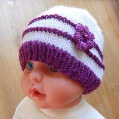 d3a4de076389 bonnet nouveau né tricot bonnet naissance bonnet bébé bonnet bebe laine  violete avec fleur au crochet bonnet nouveau né accessoires tricotés