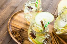 Infused-Water-Rezepte: Wasser mit Geschmack selber machen - WOMZ Keto, Healthy Snacks, Table Decorations, Desserts, Food, Home Decor, Infused Water, Lose Fat, Losing Weight