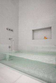 For the uber modern bathroom [clear glass bath tub]