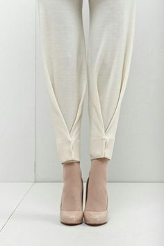 plis au bas d'un pantalon More - Best DIY Fashion Images Fashion Pants, Diy Fashion, Ideias Fashion, Womens Fashion, Fashion Design, Fashion Trends, Origami Fashion, Couture Fashion, Dress Fashion