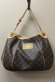 Louis Vuitton Galleria Pm Shoulder Bag $1,178. I want/need this bag!!!❤️❤️