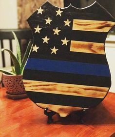 Thin blue line wood police badge cut out Diy Wood Projects, Wood Crafts, Woodworking Projects, Police Sign, Police Police, Police Officer Gifts, Police Crafts, American Flag Wood, Wood Flag