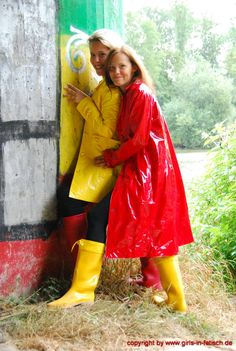Raincoat Outfit, Vinyl Raincoat, Plastic Raincoat, Yellow Raincoat, Spice Girls, Imper Pvc, Rain Fashion, Latex Wear, Vinyl Clothing