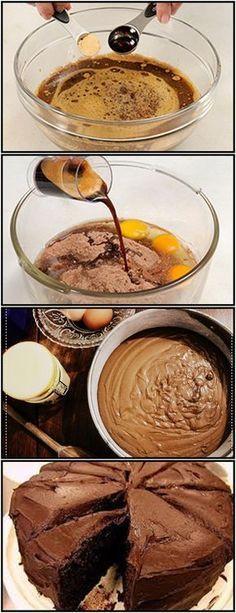 BOLO DE CAFÉ VEJA AQUI>>>Bata as gemas, e o açúcar até ficar em creme claro. #receita#bolo#torta#doce#sobremesa#aniversario#pudim#mousse#pave#Cheesecake#chocolate#confeitaria Adicione o chocolate em pó e o café, acrescente a farinha de trigo com fermento, bata be