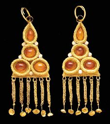 PAIR OF GERMANIC GOLD AND CARNELIAN EARRINGS  CIRCA 5TH CENTURY A.D.