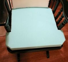 How to Make Upholstered, Padded Cushions for a Wood Chair - Cushions Rocking Chair Bois, Rocking Chair Makeover, Rocking Chair Cushions, Diy Chair, Ikea Chair, Swivel Chair, Reupholster Furniture, Diy Furniture, Furniture Refinishing