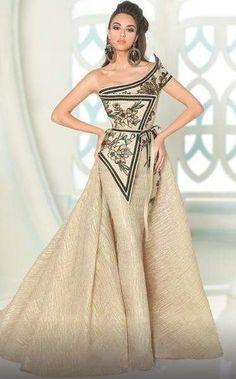 Elegant Dresses, Pretty Dresses, Fabulous Dresses, Stunning Dresses, Couture Dresses, Fashion Dresses, Fashion Fashion, Haute Couture Outfits, Glamouröse Outfits