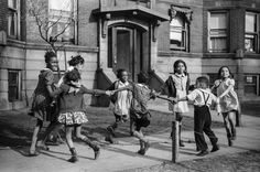 Children playing 'ring around a rosie' in a so-called Black Belt neighborhood, Chicago, Illinois, Get premium, high resolution news photos at Getty Images Old Photos, Vintage Photos, Best Black, Black And White, South Side Chicago, Foto Picture, American Photo, American Life, American History