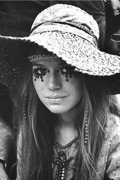Girls-of-Woodstock,-1969-(41)