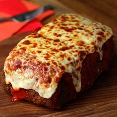 Lasagna Stuffed Meatloaf - sub pork rinds for bread crumbs & zucchini for noodles Pollo Alfredo, Alfredo Lasagna, Meat Recipes, Cooking Recipes, Cooking Ideas, Online Recipes, Turkey Recipes, Recipies, Cooking Tv