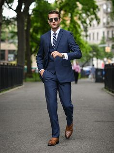 Discover the Top 15 Most Inspiring Men's Suits Quotes. Here are 15 Insightful, Rare and Inspirational Men's Suits Quotes and Sayings by Famous People. Terno Casual, Terno Slim, Mens Fashion Blog, Mens Fashion Suits, Men's Fashion, Fashion Tips, Mens Suits Style, Fashion Ideas, Fashion Check