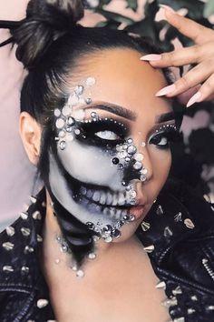 Half Skeleton Makeup, Half Face Halloween Makeup, Half Face Makeup, Flawless Face Makeup, Beautiful Halloween Makeup, Halloween Makeup Sugar Skull, Halloween Looks, Scary Halloween, Skeleton Makeup Tutorial