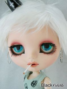 Smoking Blythe doll - Reminds of Taylor Momsen!