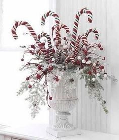 Cute Christmas centerpiece idea!