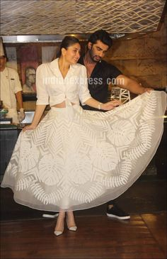 With Arjun Kapoor, Kareena Kapoor Khan promotes her upcoming Film Ki and Ka in ankle-length sheer Skirt with beautiful botanical print and tie-up white crop top. Indian Skirt, Dress Indian Style, Indian Attire, Indian Outfits, Indian Designer Outfits, Designer Dresses, Skirt Fashion, Fashion Dresses, Bollywood Dress