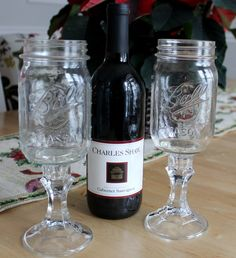 red neck wine glasses and two buck chuck from trader joe's: fun white elephant gift Pot Mason, Mason Jar Wine Glass, Mason Jar Diy, Santa Gifts, Diy Christmas Gifts, Christmas Stuff, Christmas Ideas, Creative Gifts, Cool Gifts