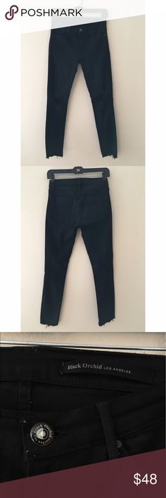 BLACK ORCHID destroyed skinny jeans 25 Black Orchid destroyed skinny jeans. Regular rise. Cropped ankle length, raw cut hem. Black Orchid Jeans Skinny