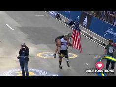 Marathonloper met beenprothese draagt vrouw over de finish - renplezier