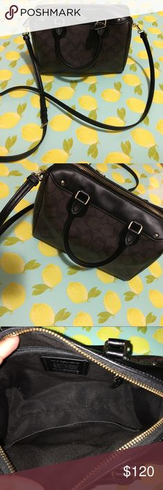 Authentic coach purse Only used a handful of times. No flaws perfect condition Coach Bags Crossbody Bags