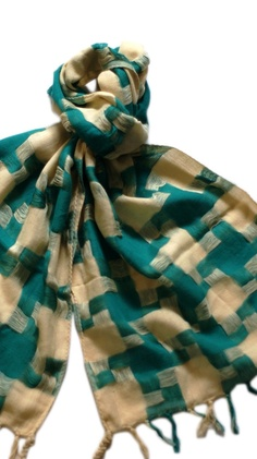 {over-sized hounds tooth patterned scarf} love the almost pixelated look + the colour!
