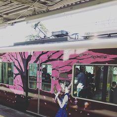 ラッピング電車 阪急電車はお洒落ですね  #阪急電車 #らっぴんぐでんしゃ #おしゃれ