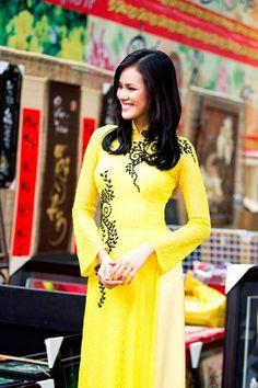 Happy Vietnamese Women's day, show your love to your mom, grandma, wife, girlfriend… :) / Ao Dai Ren Da - RD425 / http://aodaihoanguyen.com/ao-dai/ao-dai-ren-da/chi-tiet/2596-ao-dai-ren-da-rd425#.UIJB2oZKY80