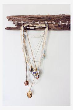 DIY driftwood jewelry hanger with paint, east Jewellery Storage, Jewellery Display, Jewelry Organization, Jewellery Holder, Necklace Storage, Necklace Display, Jewelry Hanger, Diy Jewelry, Jewelery