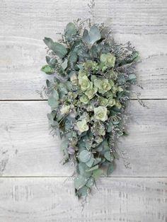 ドライフラワーのスワッグです。使用花材はユーカリ、オレガノ、ブルファンの三種類でとってもシンプルに仕上げました!サイズ 長さ 約450mm花や葉等がポロポロと...|ハンドメイド、手作り、手仕事品の通販・販売・購入ならCreema。
