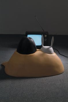 Watching TV (installation) Plaster casting and TV /2007 Hanna Kim
