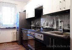 прямой кухонный гарнитур в одну линию с холодильником
