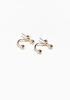 These delicate wire earrings are enriched with a petite orb detail.