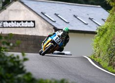 Local man Dudgeon tops Superbike Classic TT qualifying