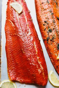 The Best Hot Smoked Salmon Recipe - Cooking LSL The Best Hot Smoked Salmon Recipe - brined, then dry-rubbed and smoked sockeye salmon, that tastes amazing. Step by step guide and a video how to smoke salmon on an electric smoker. Smoked Salmon Brine, Best Smoked Salmon, Smoked Salmon Recipes, Smoked Fish, Salmon Brine Recipe Brown Sugar, Smoked Trout, Grilling Recipes, Fish Recipes, Seafood Recipes