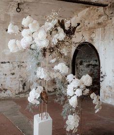 #brisbanewedding #brisbanebride #bridal #wedding #stylist #brisbane #flowers #pretty #brisbaneflorist Deco Floral, Arte Floral, Wedding Ceremony, Our Wedding, Dream Wedding, Wedding Designs, Wedding Styles, Floral Wedding, Wedding Flowers
