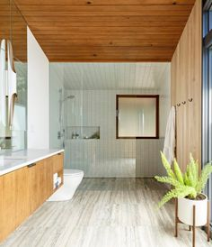 Saul Zaik House is the remodel of a mid-century modern home by noted Portland, Oregon architect Saul Zaik, carried out by Jessica Helgerson Interior Design. Modern Contemporary Bathrooms, Modern Baths, Bathroom Modern, Small Bathroom, Bathroom Ideas, Warm Bathroom, Bathroom Vanities, Tropical Bathroom, Boho Bathroom
