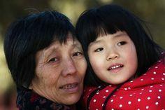 La Caja de Pandora: China pone fin a la política del hijo único La ref...