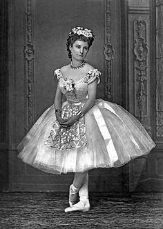 """Leontine Beaugrand published dancer in """"Paris-theater"""" of 15 to 21 July 1875 cliche Liebert (Photo by Apic/Getty Images) Ballet Images, Dance Images, Ballet Photos, Theatre Costumes, Tutu Costumes, Ballet Costumes, Vintage Gowns, Vintage Ladies, Vintage Woman"""