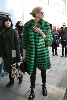 They Are Wearing: The Best Street Style From the Fall Collections - Slideshow Fashion News, Girl Fashion, Fashion Outfits, Chic Outfits, Cool Street Fashion, Street Chic, Fall Winter Outfits, Autumn Winter Fashion, Winter Style