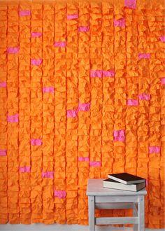 DIY Post-it muur. Go orange! http://www.dekantoorvakhandel.nl/papierwaren/memoblaadjes-en-memobakjes/zelfklevende-memoblaadjes/memoblok-3m-post-it-n654-76x76mm-neon-oranje-392571/