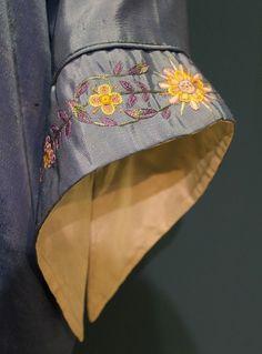Best 12 Fancy hand – Page 508132770456584226 – SkillOfKing. Salwar Suit Neck Designs, Kurta Neck Design, Neck Designs For Suits, Sleeves Designs For Dresses, Salwar Designs, Kurta Designs Women, Kurti Designs Party Wear, Blouse Neck Designs, Sleeve Designs