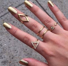 Gold jewelry and nails fashion nails jewelry glitter gold rings sparkly bling metallic. I need some rings!