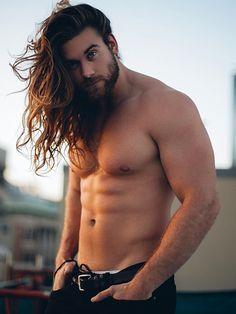 Homens com barba se sentem mais sexy, estudo afirma