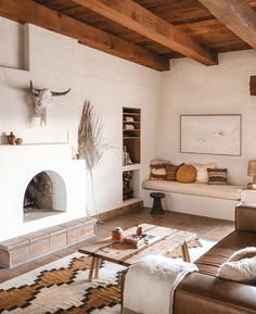 Posada by The Joshua Tree House - Sagauro National Park, Tucson, AZ - Airbnb® Southwestern Home, Southwest Decor, Southwestern Decorating, Southwest Bedroom, Küchen Design, House Design, Sweet Home, Western Homes, Spanish House