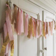 Lintenlijn Ze zijn zo leuk voor op de meisjeskamer! #lintenlijn#roze#goud#babykamer#enjoyooi#letscelebrate#kinderkamer#kinderkamerstyling#babygirl#babyroom#itsagirl#girl#meisje Baby Zimmer, Kinds Of Colors, Kidsroom, Valance Curtains, Baby Room, Stuff To Do, Diy And Crafts, Sweet Home, Home Decor