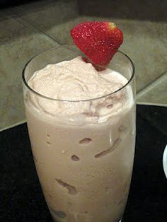 A frothy, healthy, calcium-filled, protein-packed healthy shake for less than 125 calories per serving (total is Use whatever flavor of protein and pudding you like! If you're not used to low-fat foods, this may be a change! Healthy Milkshake, Healthy Smoothies, Healthy Drinks, Healthy Cooking, Healthy Food, Healthy Candy, Healthy Protein, Healthy Eating, Smoothie Drinks